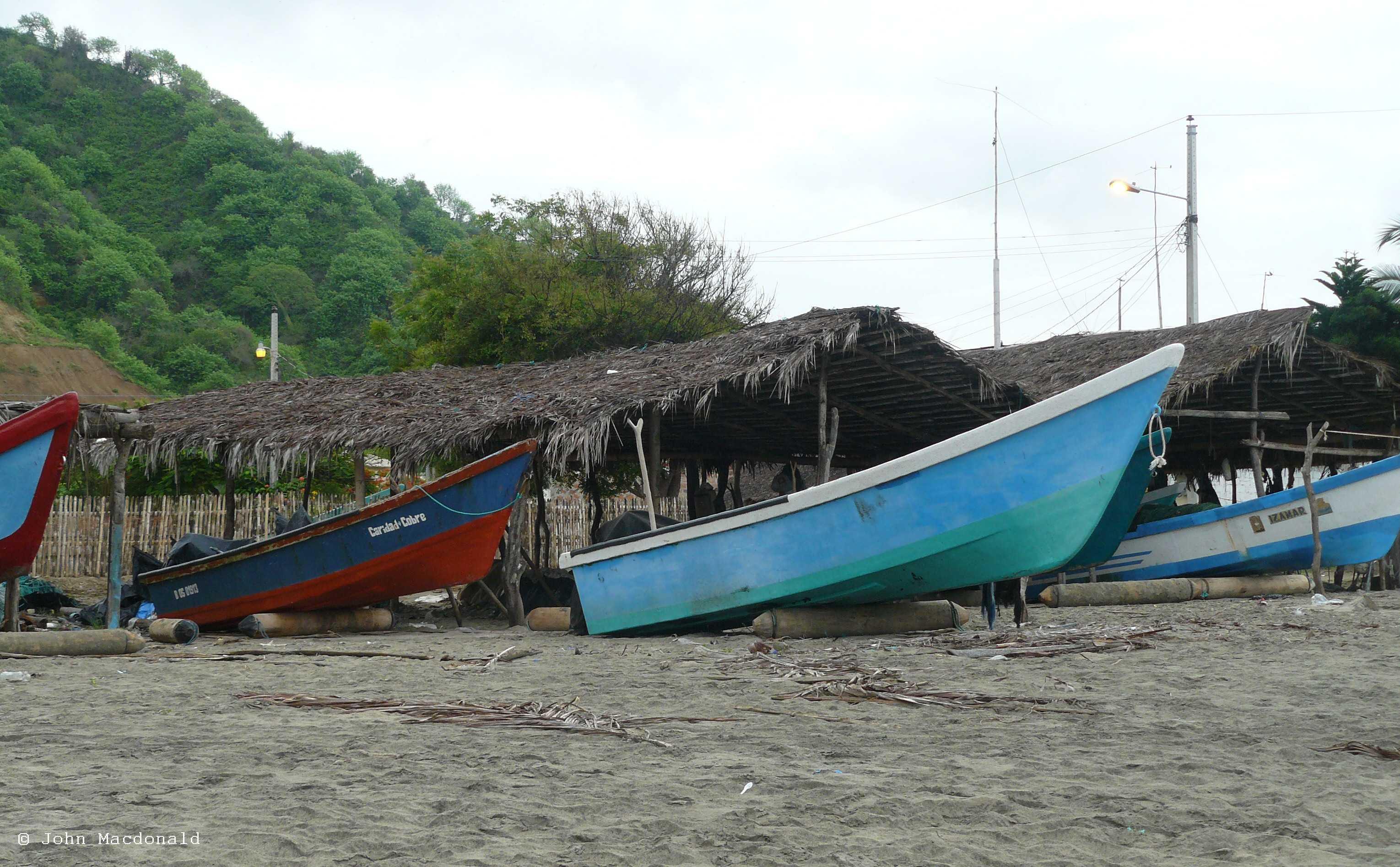 Coastal fishing boats in ecuador living it up in ecuador for Fishing in ecuador