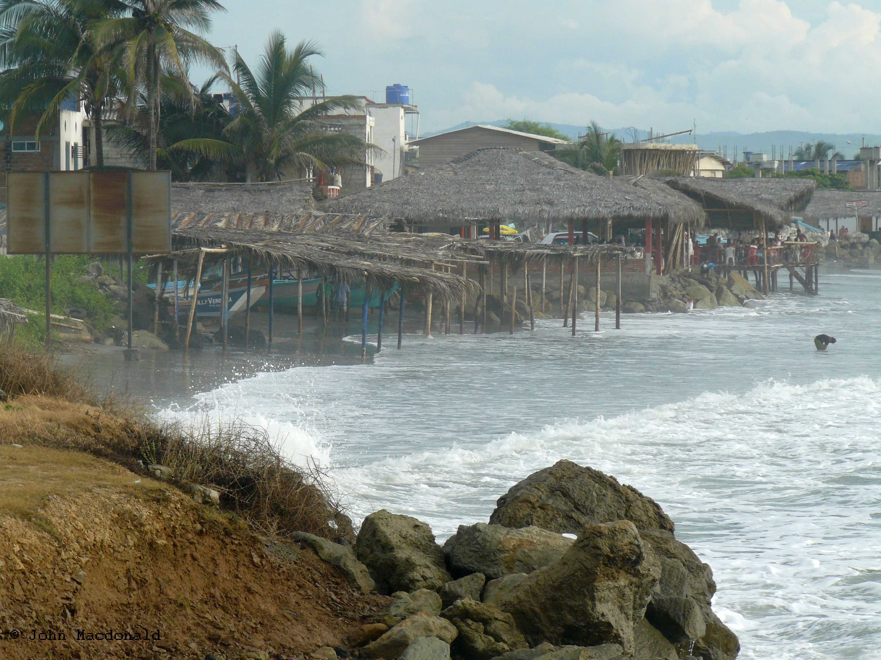 High Tide Tides On The Coast Of Ecuador Living It Up In Ecuador