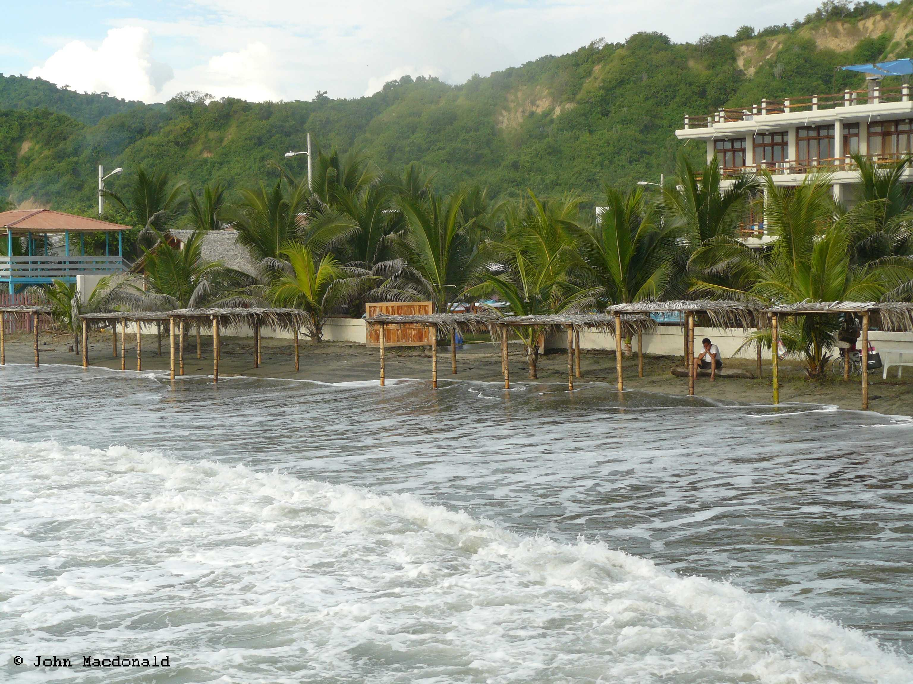 High Tide Tides On The Coast Of Ecuador Living It Up